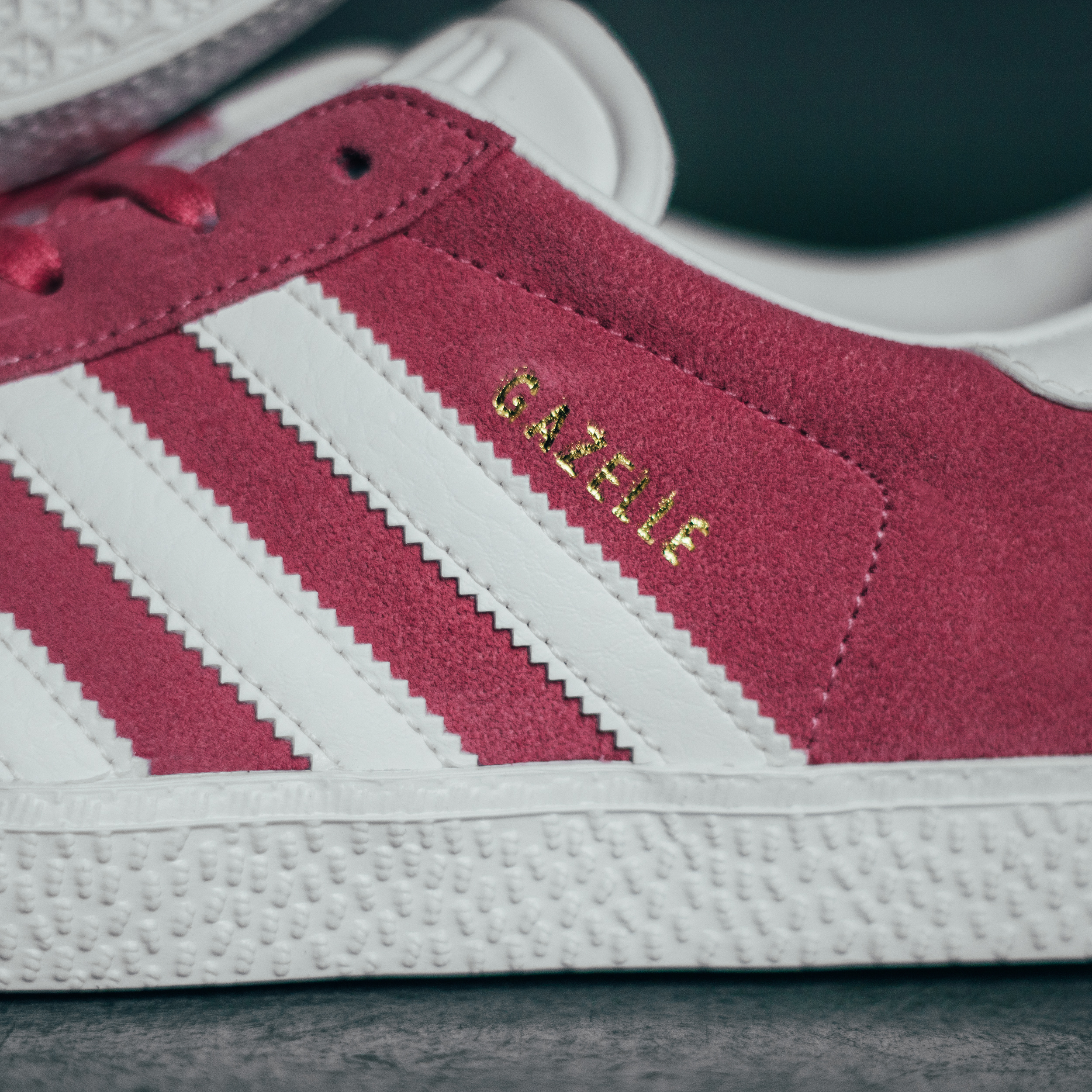 Sneakers by Distance - adidas Gazelle J BY9145